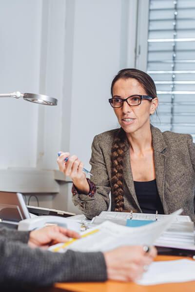 Franziska Lebeth im Gespräch mit einem Kunden